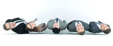 Взгляд сверху группа в составе бизнесмены смотря камеру стоковые фото