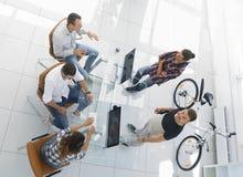 Взгляд сверху группы в составе бизнесмены Стоковая Фотография RF