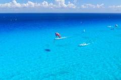Взгляд сверху деятельности при Watersports на карибском океане Стоковые Фото