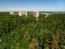 Взгляд сверху дома в лесе в Москве, России Стоковые Изображения RF