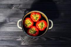 Взгляд сверху заполненных перцев красного цвета Стоковая Фотография RF