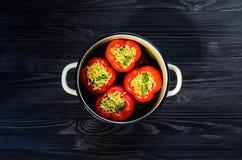 Взгляд сверху заполненных перцев красного цвета Стоковое фото RF