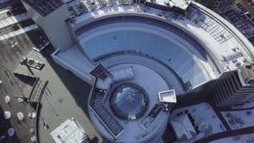 Взгляд сверху здания с крышей купола Обрамлять в потолке структуры купола акции видеоматериалы