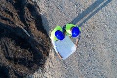 Взгляд сверху инженеров на строительной площадке стоковая фотография rf