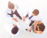 взгляд сверху команда дела обсуждая вопросы дела Стоковые Фотографии RF