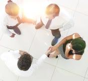 взгляд сверху команда дела обсуждая вопросы дела Стоковое Изображение