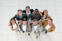 Взгляд сверху команда дела счастливая Принципиальная схема успеха стоковое фото rf