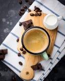 Взгляд сверху кофе и шоколада стоковые изображения