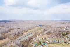 Взгляд сверху красивой деревни от трутня стоковое изображение