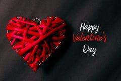 Взгляд сверху красное деревянного handcraft на черной предпосылке написанной с счастливым Valentine& x27; день s Стоковое Изображение RF
