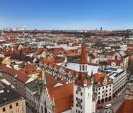 Взгляд сверху красных крыш Мюнхена, Бавария, Стоковые Изображения