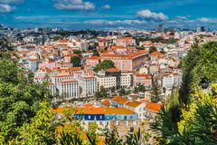 Взгляд сверху Лиссабона с голубым небом 2 стоковое фото rf