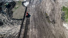 Взгляд сверху машин минирования в шахте известняка стоковая фотография