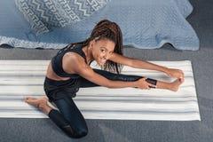 взгляд сверху молодой Афро-американской женщины стоковое фото rf
