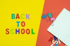 Взгляд сверху назад к формулировкам школы на красочной предпосылке Стоковые Фотографии RF