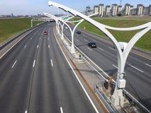 Взгляд сверху на 4 линиях городском шоссе западного высокоскоростного шоссе диаметра WHSD st святой isaac petersburg России s куп Стоковые Фото