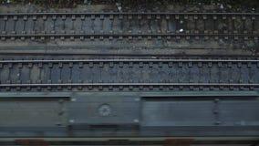 Взгляд сверху на проходить поезда сток-видео