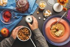 Взгляд сверху на различных здоровых блюдах для завтрака Стоковые Изображения