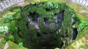 Взгляд сверху незаконченной инициализации хорошо внутри башни masonic инициализации хорошо на Quinta da Regaleira Стоковые Фото