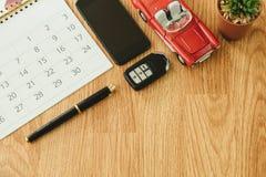 Взгляд сверху объект перемещения включает carlendar, ручка, ключ, автомобиль, завод Стоковые Изображения