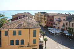 Взгляд сверху озера Garda Итали улицы Sirmione стоковое фото