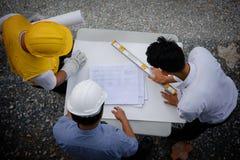 Взгляд сверху плана бумаги взгляда команды инженера Стоковое Фото