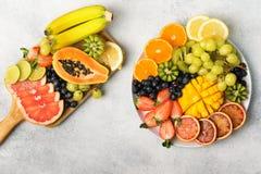 Взгляд сверху плодоовощей и ягод радуги Стоковая Фотография RF