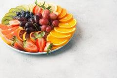 Взгляд сверху плодоовощей и ягод радуги Стоковое Изображение