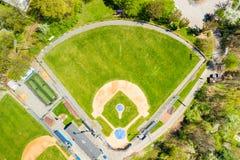 Взгляд сверху поля бейсбола стоковые фотографии rf