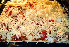 Взгляд сверху рецепта еды домодельных ингридиентов пиццы итальянское Стоковые Фото