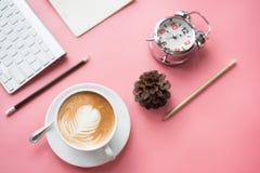 Взгляд сверху свежего перерыва на чашку кофе стоковая фотография rf