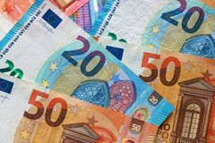 Взгляд сверху счетов евро Стоковое Изображение RF