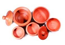 Взгляд сверху традиционных домашних сделанных глиняных горшков и шаров Стоковые Изображения