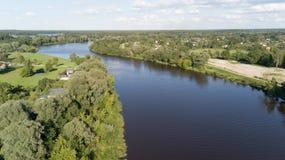 Взгляд сверху трутня Латвии моста железной дороги реки Gauja воздушное Стоковое фото RF