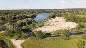 Взгляд сверху трутня Латвии моста железной дороги реки Gauja воздушное Стоковое Фото
