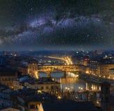 Взгляд сверху Флоренс ночи и млечный путь, Италия стоковые изображения rf