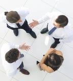 взгляд сверху фоновое изображение команды дела обсуждая вопросы дела Стоковые Фото