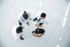 взгляд сверху фоновое изображение команды дела обсуждая вопросы дела Стоковое Изображение