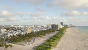 Взгляд сверху южного пляжа Майами взгляд трутня акции видеоматериалы