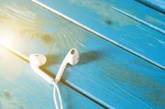 Взгляд сверху earbuds или наушников Стоковые Изображения