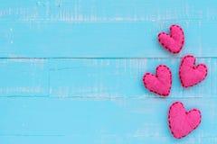 Взгляд сверху handmade розового и красного сердца Стоковая Фотография RF