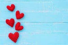 Взгляд сверху handmade розового и красного сердца Стоковая Фотография