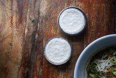 Взгляд сверху, khanom thuay, тайский заварной крем молока кокоса десерта в sm стоковая фотография