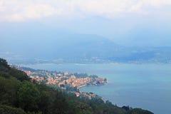 Взгляд сверху Stresa Италии и озера Maggiore стоковое фото rf