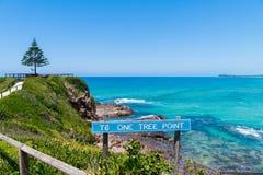 Взгляд сверх одна береговая линия пункта дерева, Eurobodalla, чудесное избежание взморья и идеальное убежище на южном побережье N стоковые изображения
