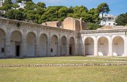 Взгляд сводов в монастыре на Certosa di Сан Giacomo, также известный как Carthusian монастырь, на острове Капри, Италия стоковое фото rf