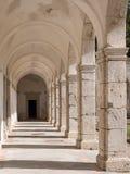 Взгляд сводов в монастыре на Certosa di Сан Giacomo, также известный как Carthusian монастырь, на острове Капри, Италия стоковые изображения rf