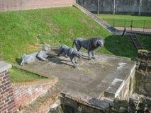 Взгляд скульптуры 1 льва и 2 львиц стоковая фотография rf