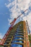 Взгляд снизу вверх на конструкции крана башни Стоковые Фото