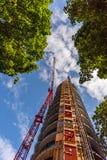 Взгляд снизу вверх на конструкции крана башни Стоковая Фотография RF